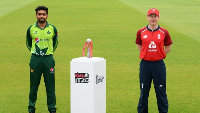 Pakistan skipper Babar Azam and his England counterpart Eoin Morgan pose with the T20I series trophy. Twitter @TheRealPCB