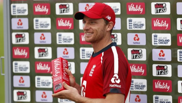 Jos Buttler pictured with the Man of the Match award. AFP
