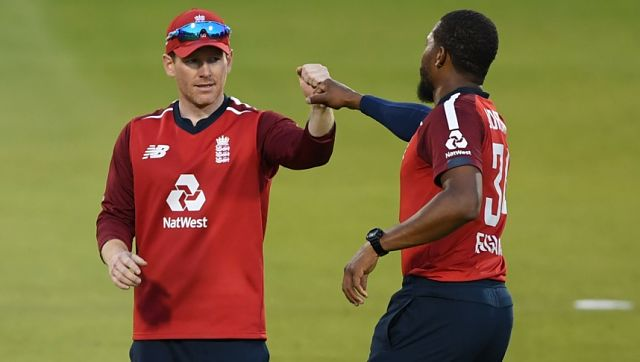 England's Eoin Morgan (L) congratulates England's Chris Jordan after he took the wicket of Pakistan's Shadab Khan (unseen) during the international Twenty20 cricket match between England and Pakistan at Old Trafford cricket ground in Manchester, north-west England, on September 1, 2020. (Photo by Mike Hewitt / POOL / AFP) / RESTRICTED TO EDITORIAL USE. NO ASSOCIATION WITH DIRECT COMPETITOR OF SPONSOR, PARTNER, OR SUPPLIER OF THE ECB