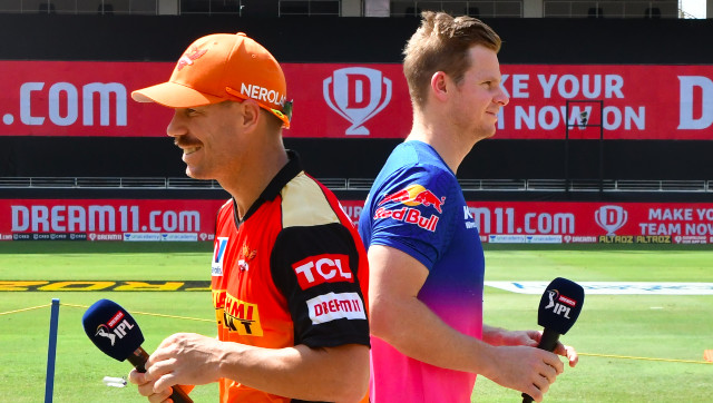 File image of Rajashan Royals captain Steven Smith and his Sunrisers Hyderabad counterpart David Warner. Sportzpics