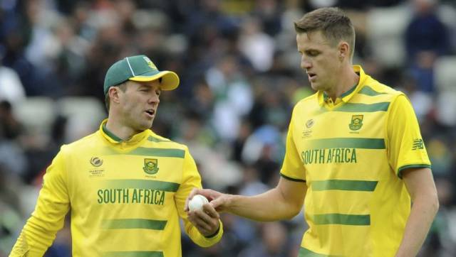Morne Morkel (R) with AB de Villiers in file photo. AP