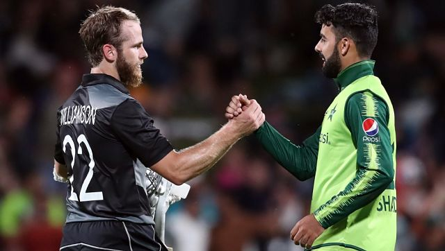 New Zealand's Kane Williamson and Pakistan's Shadab Khan (R) shake hands after the second T20 international cricket match between New Zealand and Pakistan at Seddon Park in Hamilton on December 20, 2020. (Photo by MICHAEL BRADLEY / AFP)