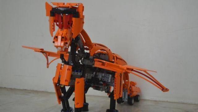 Bagaimana semangat Lego membuat dokter gigi prostetik Wisnu Manohar merancang lengan bionik dengan balok penyusun