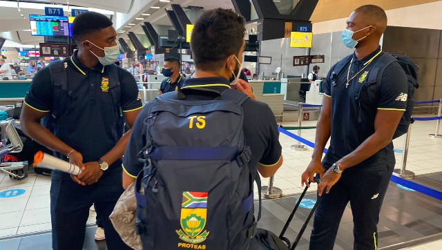 South African cricketers at the Johannesburg airport ahead of their departure for Karachi. Image credit: Twitter/@OfficialCSA