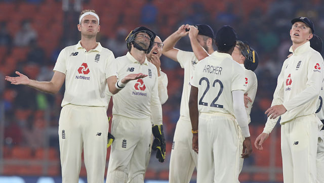 England were left frustrated with some 50-50 umpiring decisions which did not go in their favour. Sportzpics