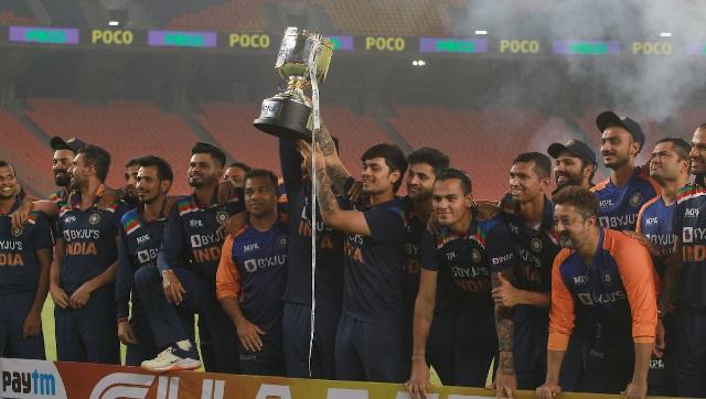 India vs Inggris Bhuvneshwar Kumar membintangi bola saat tuan rumah memenangkan T20I final dengan 36 run, seri 32