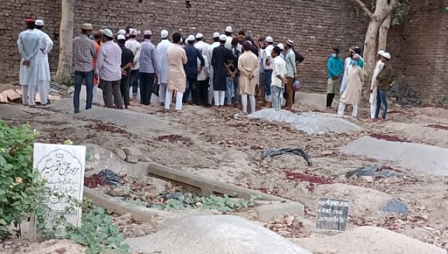 COVID19 deaths in Bareilly Cemeteries crematoria report daily stream of bodies but district officials say only 185 died in 2021