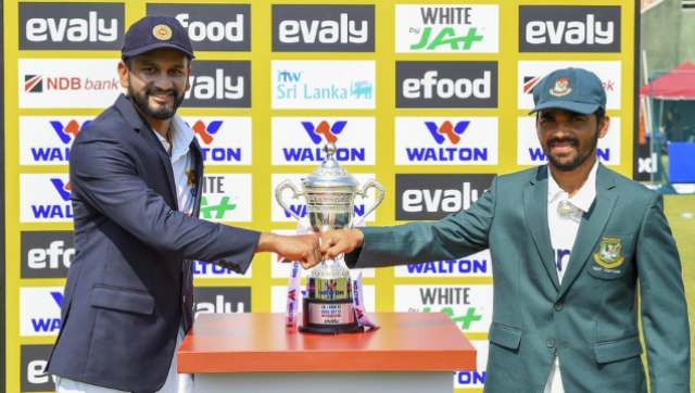 Sri Lanka skipper Dimuth Karunaratne and his Bangladesh counterpart Mominul Haque pose with the trophy. Twitter @ICC