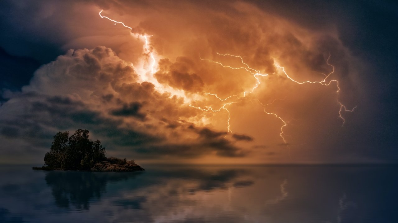 Human and animal death toll spike as global warming causes increase in lightning strikes