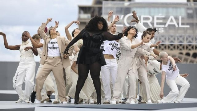 Yseult, center, performs at the L'Oréal Spring / Summer 2022 ready-to-wear fashion show.