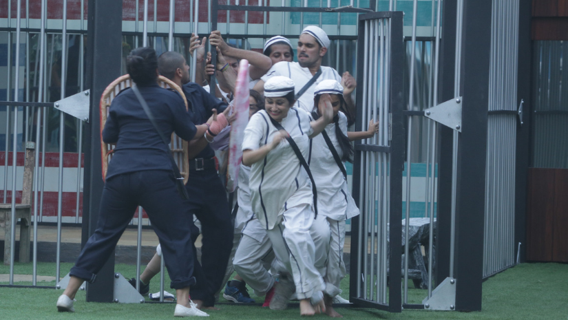 Bigg Boss 12 9 October Day 23 written updates Shivashish Surbhi out of captaincy race after getting physical in jailbreak task