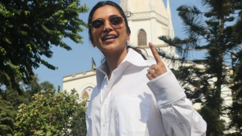Lok Sabha Election 2019 Phase 4 Voting Aamir Khan Priyanka Chopra Kareena Kapoor cast votes in Mumbai